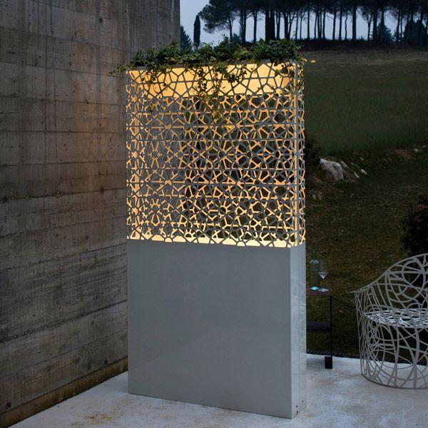 Fioriere: Fioriera Dafne da De Castelli | Design: Ludovica+Roberto Palomba | Collezione: Collection | Anno: 2009 | Materiali: Acciaio verniciato | #arredo da #giardino #esterno #design #illuminazione #outdoor |