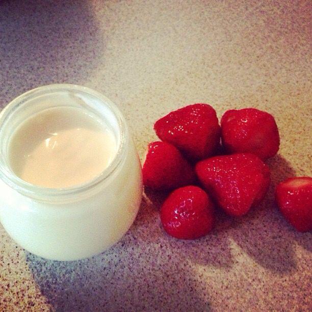 Yogurt bianco naturale, la ricetta sul blog. Ecco il link! http://ilmestoloverde.wordpress.com/2014/11/04/yogurt-bianco-naturale/