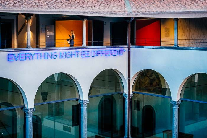 """intern cloister of the #MuseoNovecento with an installation of Maurizio Nannucci """"Everything might be different"""" #modernart #art #florence #museum"""