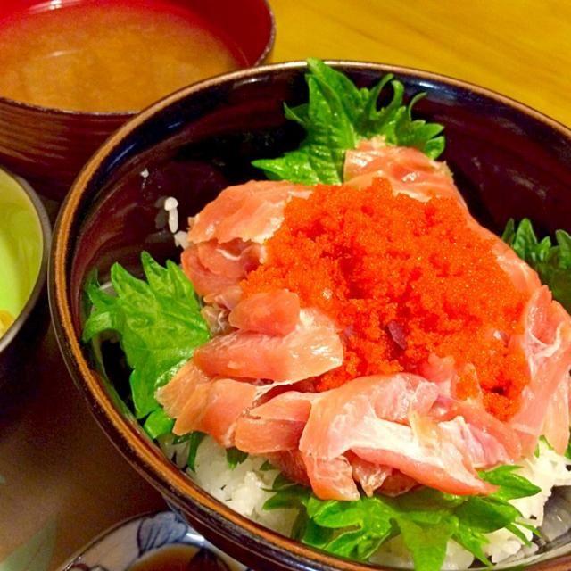 ししゃもっこ、のっけすぎた〜(≧∇≦) シジミの味噌汁も〜(≧∇≦) ウマッ❤️ 2014.910 - 36件のもぐもぐ - マグロ丼で夕食 by kazu347