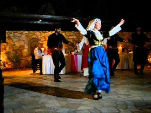 ΜΑΛΕΒΙΖΙΩΤΗΣ-ΚΡΗΤΑΕΤΟΙ Traditional Cretan Maleviziotiko dance with a variety of women's costumes.