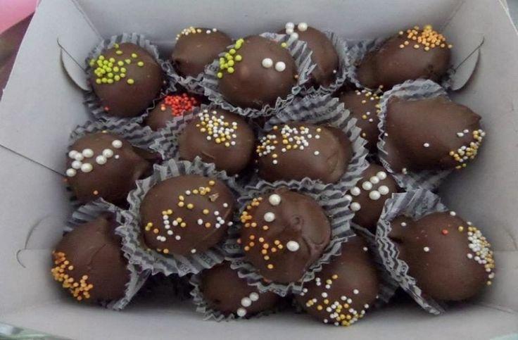 Σοκολατάκια – τρούφες γεμισμένα με πραλίνα: Συνταγή για ένα πολύ πολύ γρήγορο γλύκισμα που θα σας ξετρελάνει!