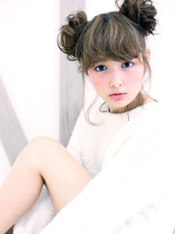 ディズニーランドに行こう!ウィッグを使った簡単ツインお団子♡ ヘアスタイルの参考に☆高校生の髪型のカットやアレンジのアイデア!