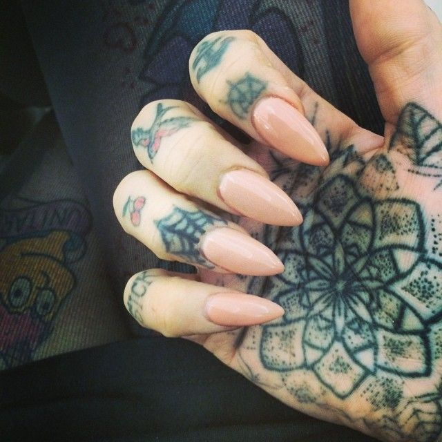 25 best ideas about hand tattoos girl on pinterest for Jobs that allow piercings tattoos and colored hair