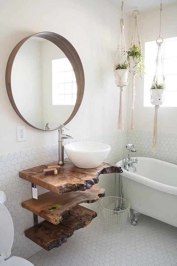 Wir lieben die Idee der Verwendung von Rohholz, um originelle Badezimmermöbel herzustellen. # Innendekoration #renovationshaus #decoration #decoration