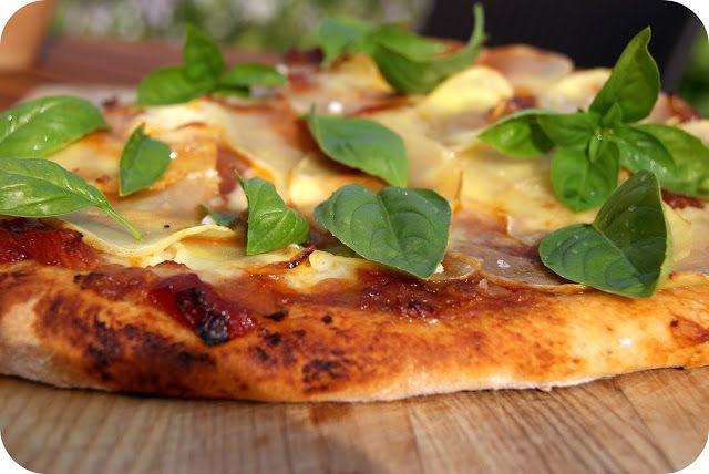 Skarntyden og lupinen: Kartoffelpizza med løgmarmelade