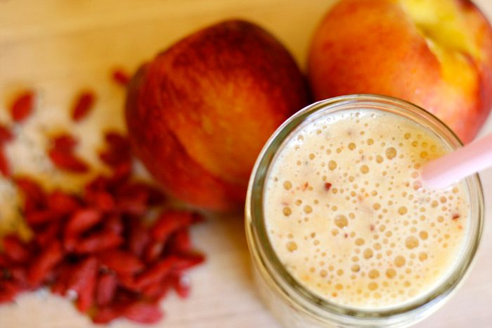 Good morning, Super Peach Smoothie! Your hemp seeds and goji berries give us the energy we need to get going! Dairy-free, just how we like it.