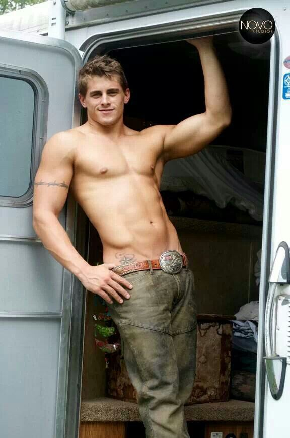 WOW, HERE'S ONE HOT GORGEOUS BEAUTIFUL HUNK OF A MAN . WHAT A HOTTIE....SO LICKABLE TOO...WHAT A HUNK