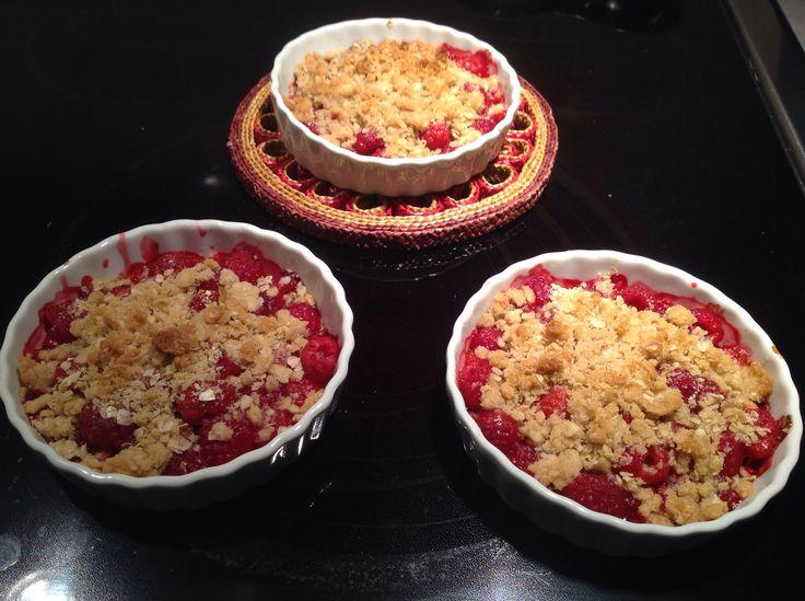 Mini croustade aux framboises-1 sachet gruau nature, 1/6 tasse farine, 1/2 tasse cassonade-1/3 tasse beurre-pincée de sel. Un pur délice avec de la crème glacée à la vanille!