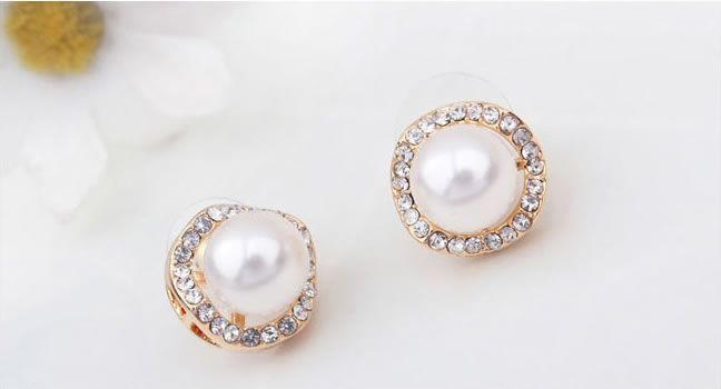 Classic Pearl Stud Earrings With Rhinestone$20.00 ,Style No.: LJE00024