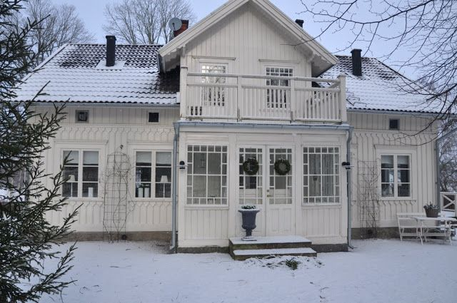 White Veranda: House