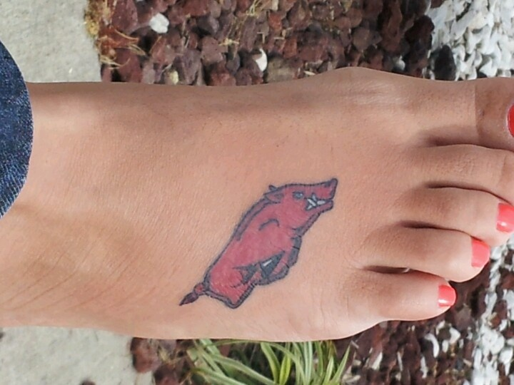 Razorback tattoo...I want this on my wrist