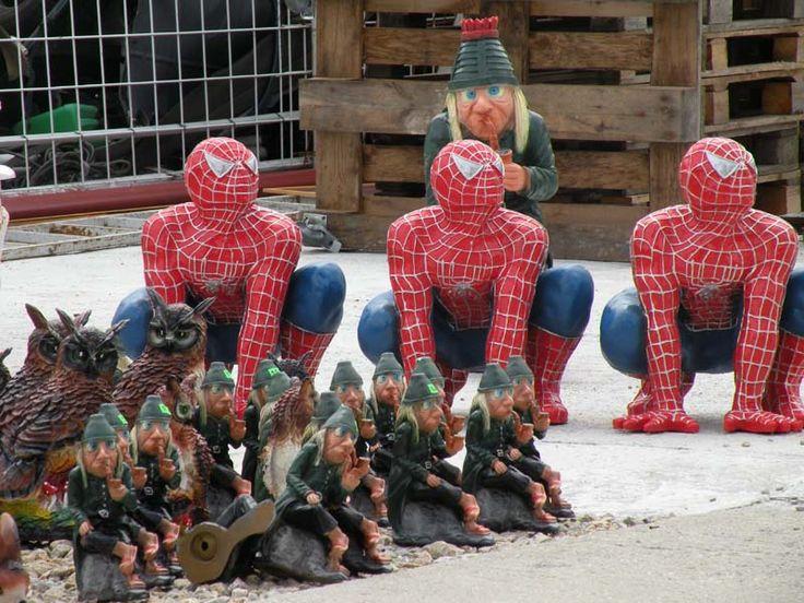 """Farebná sošky """"Spiderman""""."""