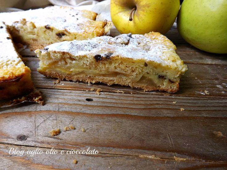 La torta di mele croccante , è un dolce particolarmente semplice da fare è morbida e croccante e con cuore cremoso molto invitante.