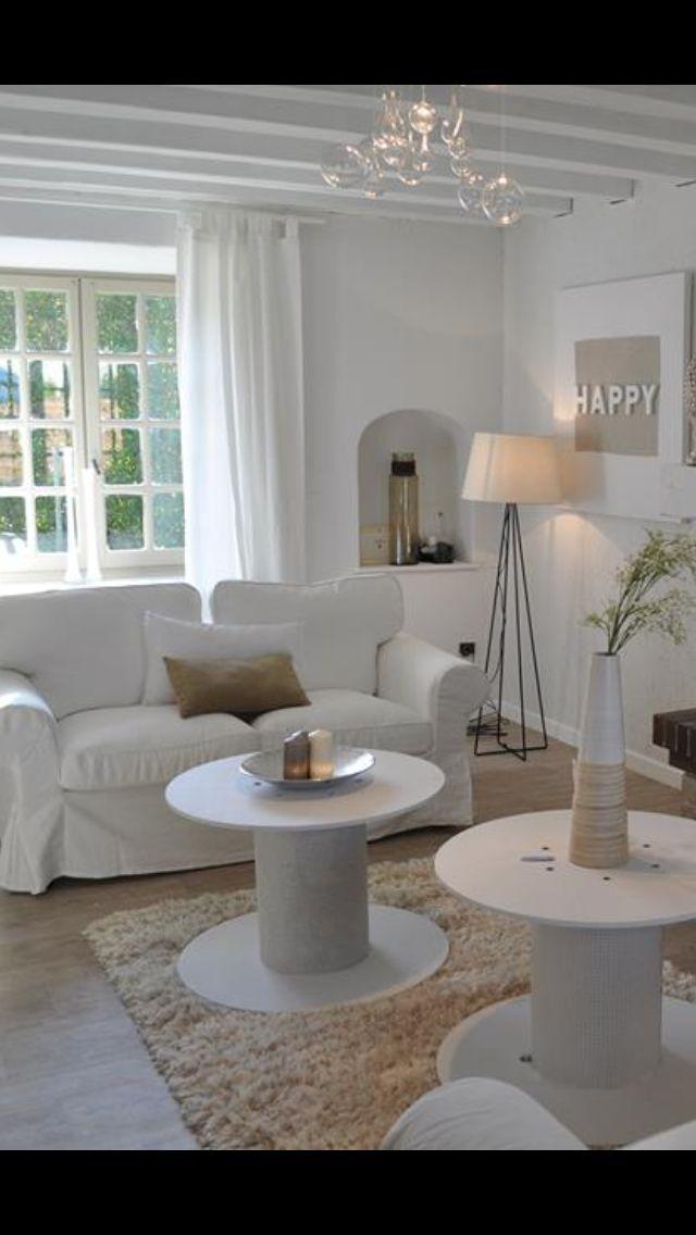 Salon chaleureux - cosy Blanc - table basse originale  Industriel - vintage - Simple et efficace  Aurelie Hemar