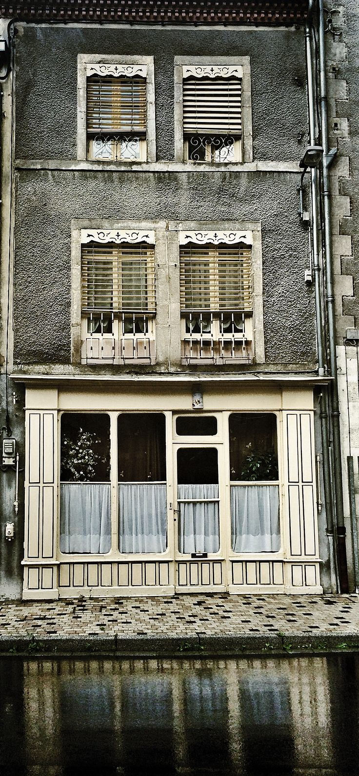 Façade à Olliergues. Photo © Copyright Yves Philippe