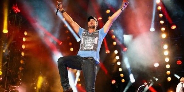 Luke Bryan Extends 2016 Kill The Lights Tour With 40 New Tour Dates!