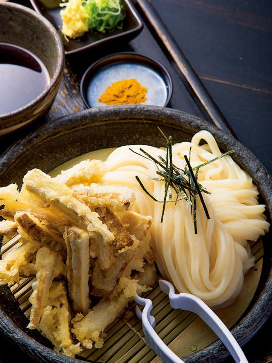 Gobo (burdock root) tempura with udon noodles 土ごぼう天ざる