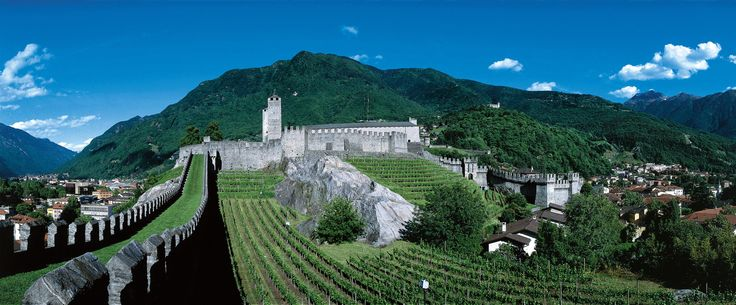 An amazing view of one of the three medieval castles in Bellinzona ;)