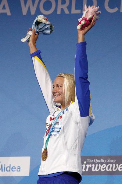 La sueca Sarah Sjostrom transcurrió por la competición montada en una montaña rusa. Capaz de batir el récord el mundo de los 100 libre y de revalidar sus títulos en 50 y 100 mariposa, pegó el petardazo en la final del hectómetro, que regaló por mal planteamiento a la estadounidense Simone Manuel.