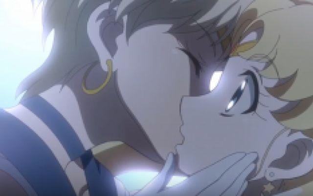Bacio lesbo in Sailor Moon: ecco la verità Nelle ultime ore si è alzato un inutile polverone su una scena tratta dalla terza stagione della serie animata Sailor Moon Crystal: in questo screenshot che ha fatto il giro della rete, si vedono due #sailormoon #lesbo #gay #anime