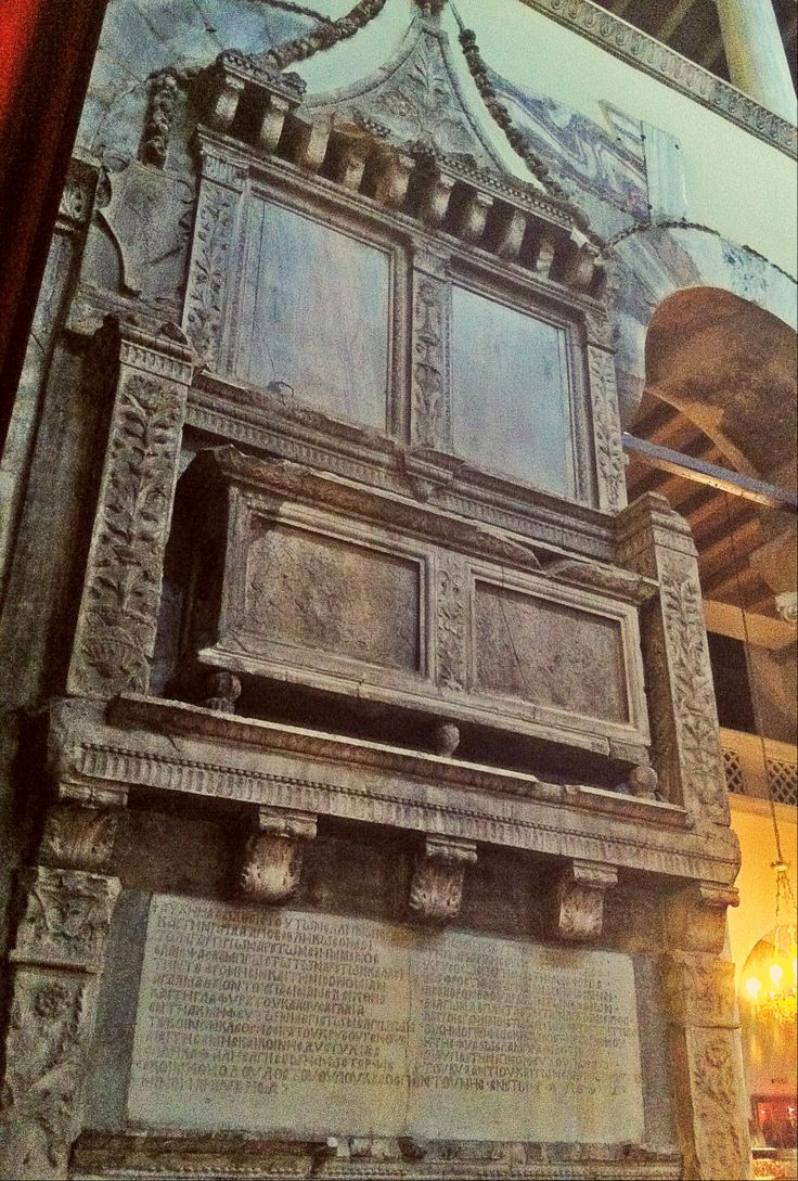 The renaissance style tomb of Loukas Spantounis inside the church. (Walking Thessaloniki / Route 06, Saint Demetrius)
