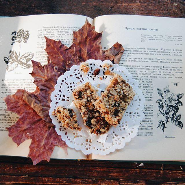 Любимые батончики мюслиI cooked my favourite granola bars. #vscocam #vsco #vscorussia #nature #leaves #autumn #food #book #sweet #musli #granola #healthy #livegreen #livefolk #liveauthentic #cooking #candy #love #lifestyle