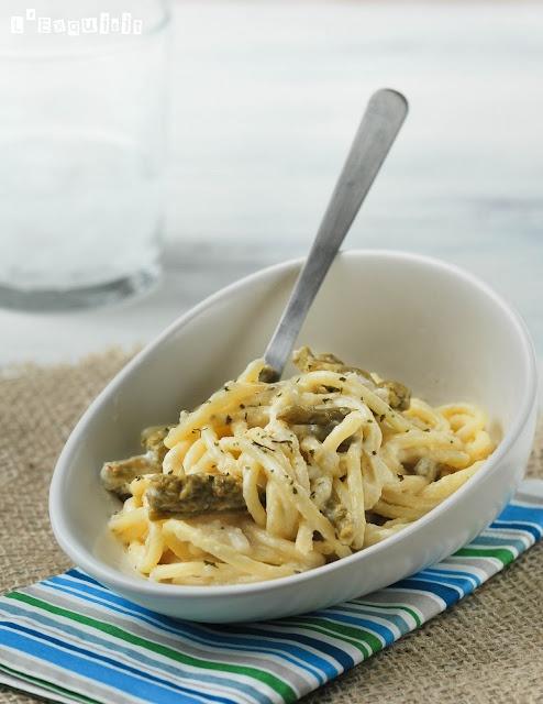 Spaghettis con salsa de queso y esparragos trigueros