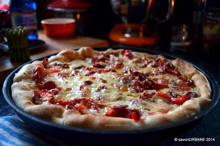 Pizza cu carnati picanti si ardei