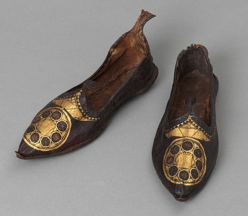 Pair of shoes, leather with gilding and embroidery. Coptic, Egypt, ca. 300-500 AD (via Victoria & Albert Museum)
