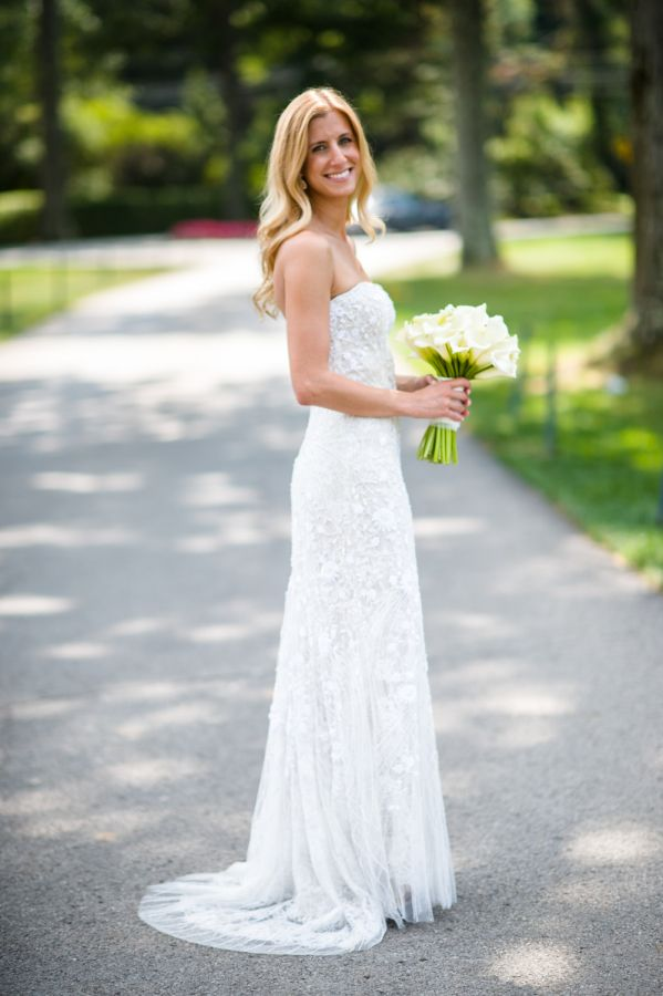 Beautiful white mini calla bouquet  Photography:michaelwill photographers Wedding Dress:Monique Lhuillier