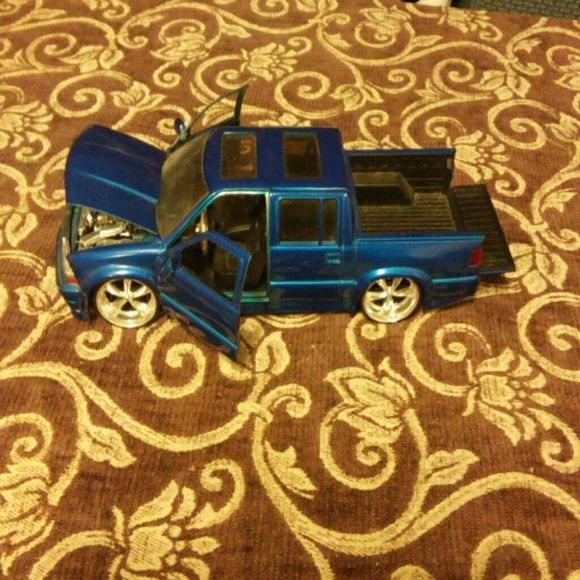 Chevrolet s 10 truck collection item Authentic jada toys collection item Chevrolet s 10 blue truck model # 50171-6  very amazing condition and if your a collection person this will be perfect to add to your collection of items jada toys Other