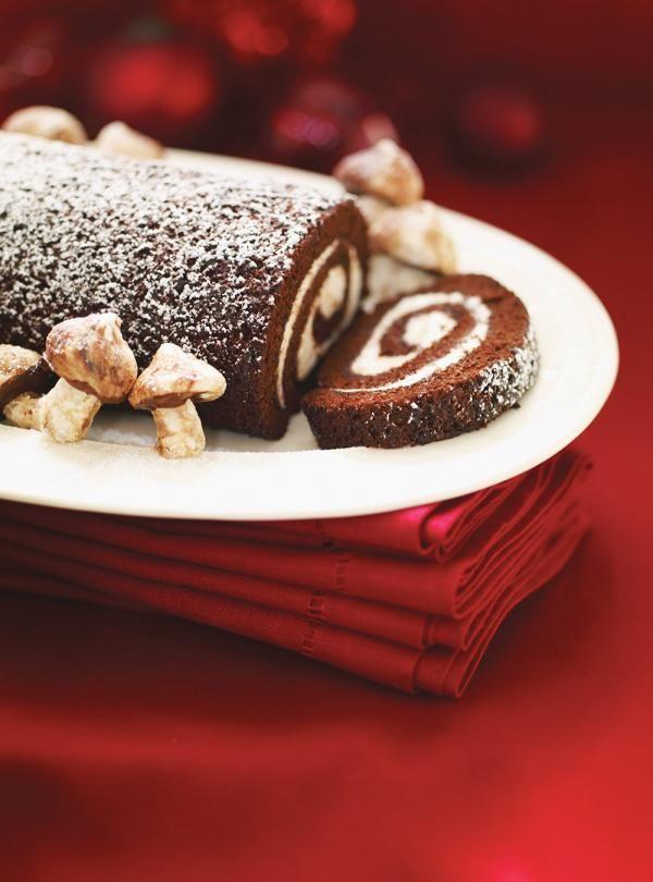 Recette de Ricardo : Bûche au chocolat et au mascarpone. Recette des fêtes. Ingrédients gâteau et garniture: chocolat, fromage mascarpone, oeufs, cacao...