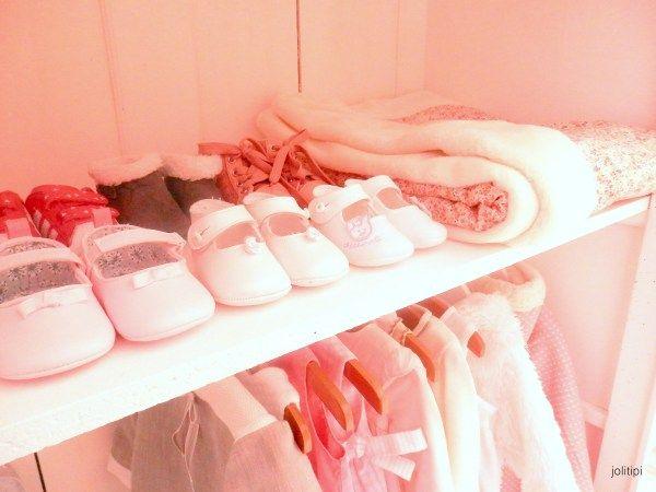 Tag res et penderie de dressing pour b b fille chambre for Dressing chambre enfant