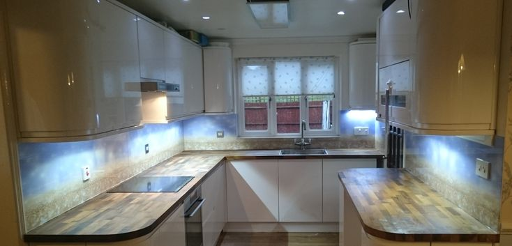 Get an instant quote and order your printed glass splashbacks directly from our website. Ideal for kitchens and bathrooms. Free UK delivery and adhesive.