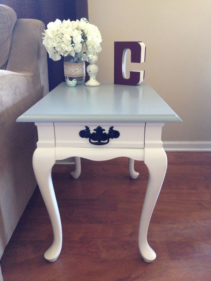 Elegant Refinished Queen Anne End Table