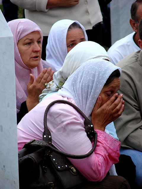 Srebrenica Massacre - Reinterment and Memorial Ceremony - July 2007 - Women Mourners 1 | Flickr - Photo Sharing! CC-BY-SA 3.0 Copyright: Adam Jones
