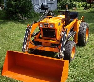 Kubota B6100 compact tractor loader_1