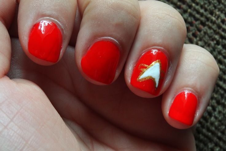 Star Strek Insignia Nail Art - yes, I am dorky enough to actually do this!