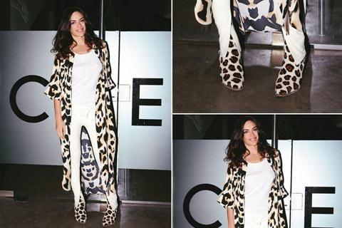 Ohlaleando: mirá lo que se puso Emilia Attias  Emilia Attias en la presentación de la nueva colección de María Cher. La actriz optó por un equipo en color blanco, un kimono animal print y botas en el mismo género Foto:Gentileza Mass Grupo PR
