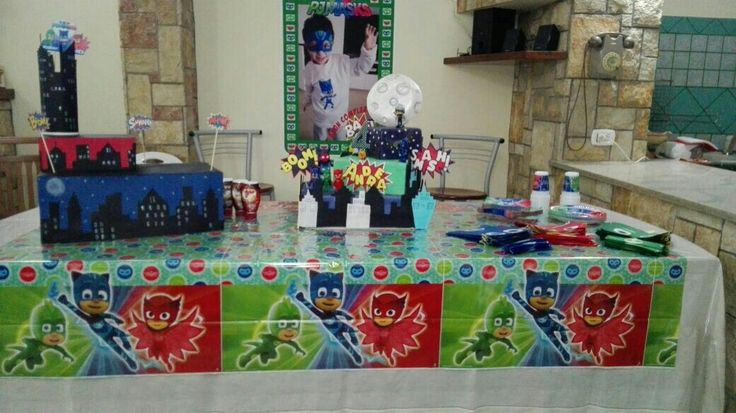 allestimento tavolo compleanno pjmasks