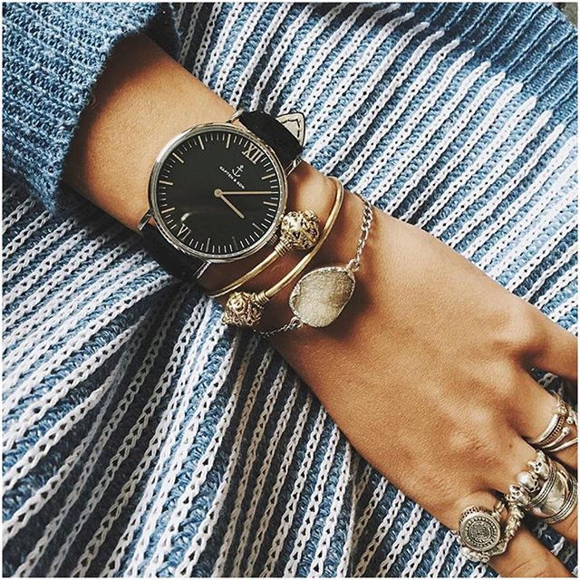 our Kapten All Black Silver loves some armcandy and a comfy sweater - inspiration by @vanellimelli | kapten-son.com