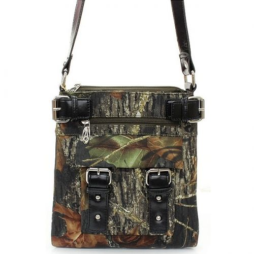 Southern Sisters Designs - Mossy Oak Licensed Hipster Purse, $27.95 (http://www.southernsistersdesigns.com/mossy-oak-licensed-hipster-purse/)
