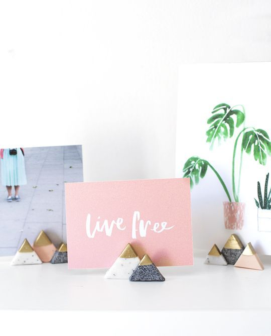We're helping you prep for the holidays, or everyday, with these super cute and easy DIY mini mountain photo holders!