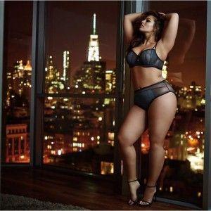 Эшли Грэхем в рекламе нижнего белья http://www.busiki-kolechki.ru/blog/zvjozdnyjj-stil/ehshli-grehkhem-v-reklame-nizhnego-belya  Наверное, некоторые люди удивляются, почему интернет-магазин «Бусики-Колечки» закупает для своей коллекции нижнего белья столько больших размеров. На полном серьёзе многие (даже полные девушки) полагают, что красивое бельё нужно только худышкам – кто же, мол, позарится на полноту? А вы знаете, вообще-то существует и другое мнение. Дело в том, что у мужчин и женщин…