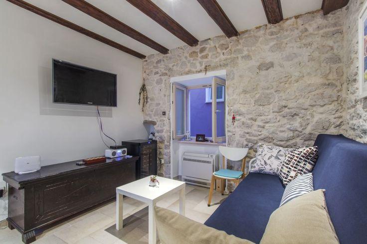 Privatni smještaj - Kuća za odmor Primrose na plaži prvi red uz more u centru Primoštena - Primošten | Orgon turistička agencija