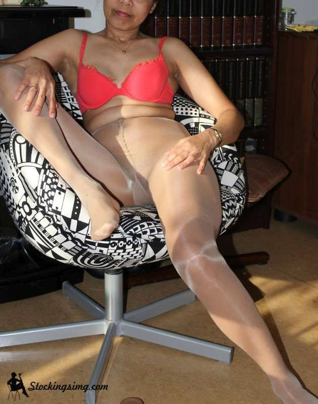 Pin On Amateur Babes In Pantyhose And Stockings