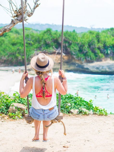 The swing at Dream Beach, Nusa Lembongan, Indonesia! I also talk about Decvil's Tears and the Beach Club at Sandy Bay. So if you're going to Lembongan, start your travel planning here!
