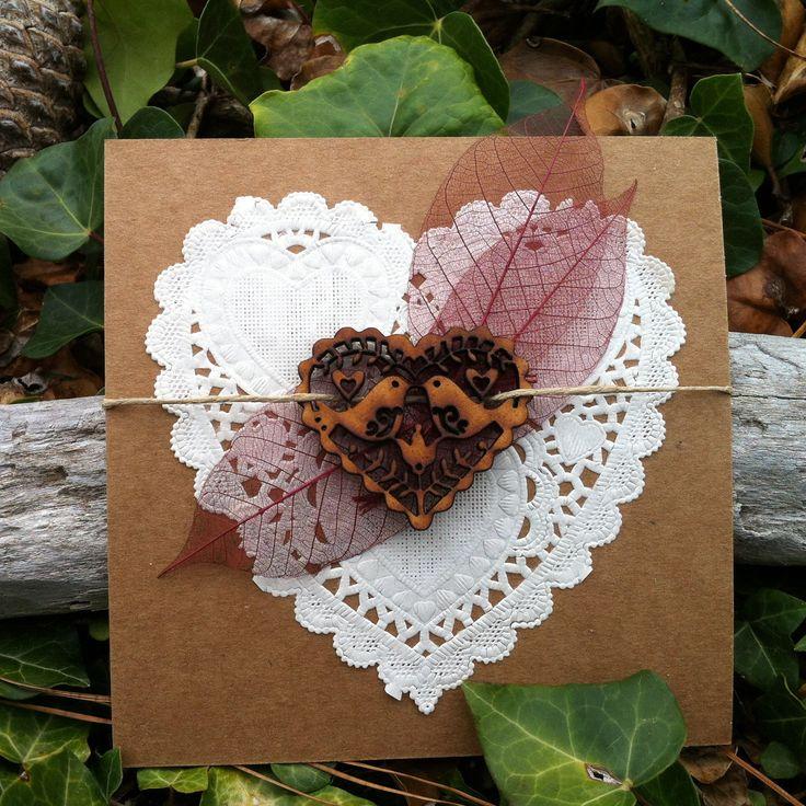 Carte de félicitation pour un mariage coeur dentelé et coeur en bois : Cartes par mon-faire-part-est-unique