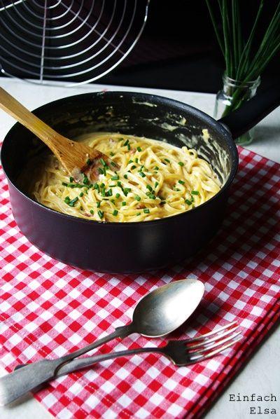 Einfaches und unaufwendiges Feierabendrezept: Einfache One Pot Carbonara - alles aus einem Topf - super schnell und leckeres Soulfood! Holt euch das Rezept!